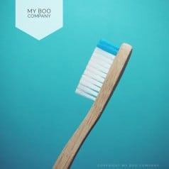 Brosse Bambou Adulte Medium Bleu Clair